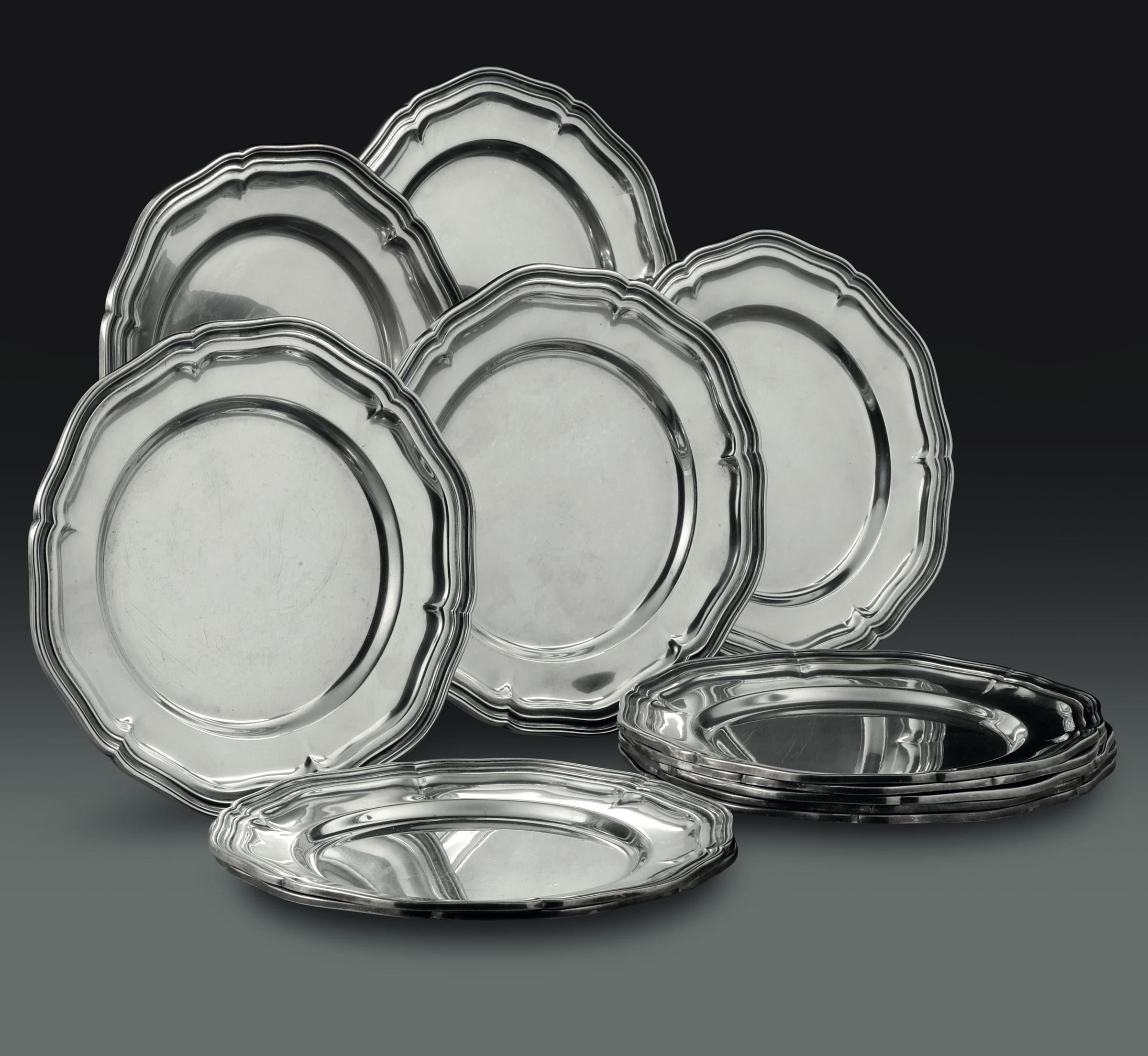 Lot 35 - Dodici piattini in argento. Manifattura italiana del XX secolo, - - gr. 2740 [...]