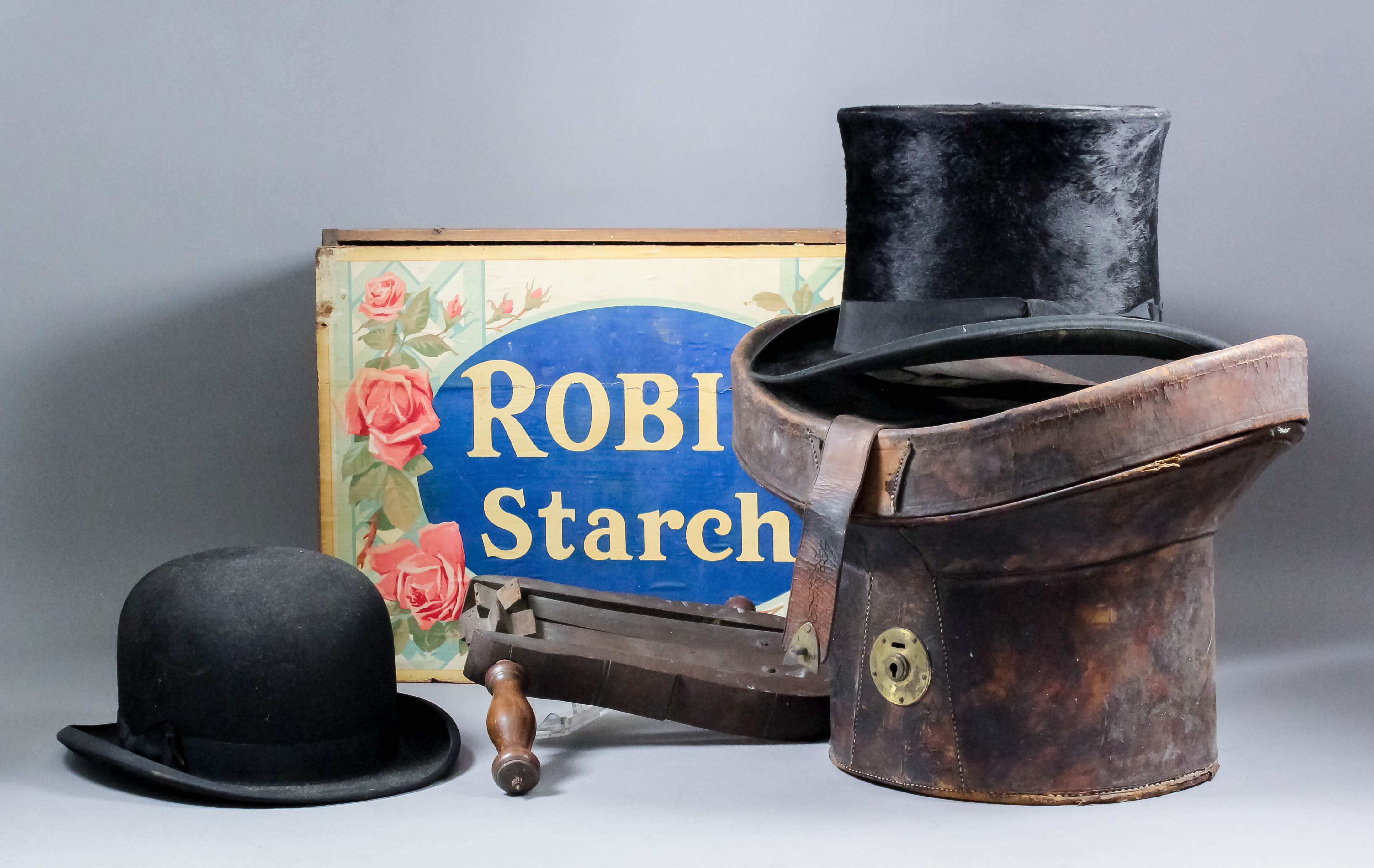 9f85e69a57293 Lot 906 - An early 20th Century brushed silk top hat with original leather  carrying box