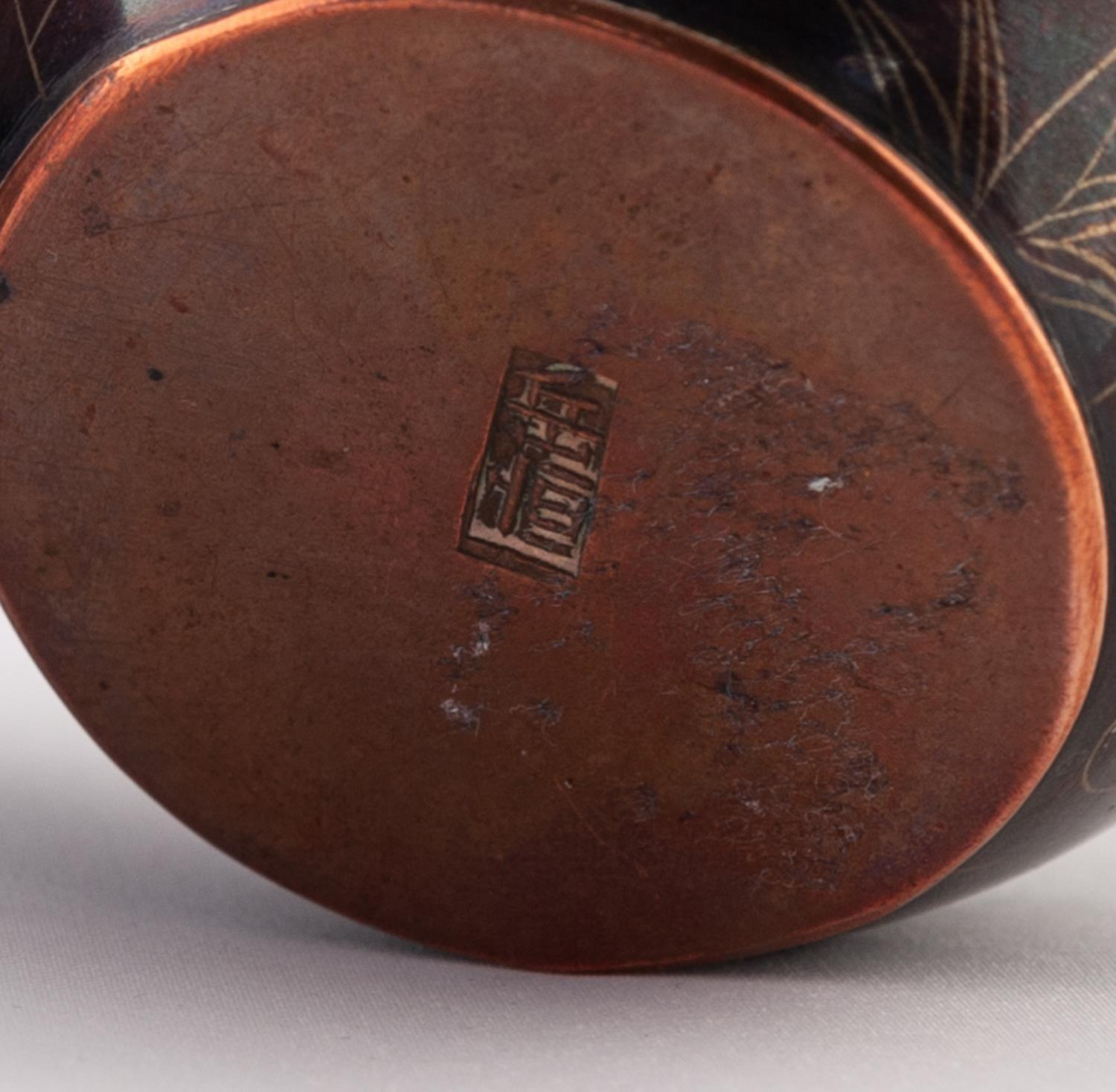 Lot 36 - A GOOD QUALITY PAIR OF SMALL JAPANESE MEIJI PERIOD COPPER ALLOY SMALL BOWLS, the patinated bodies