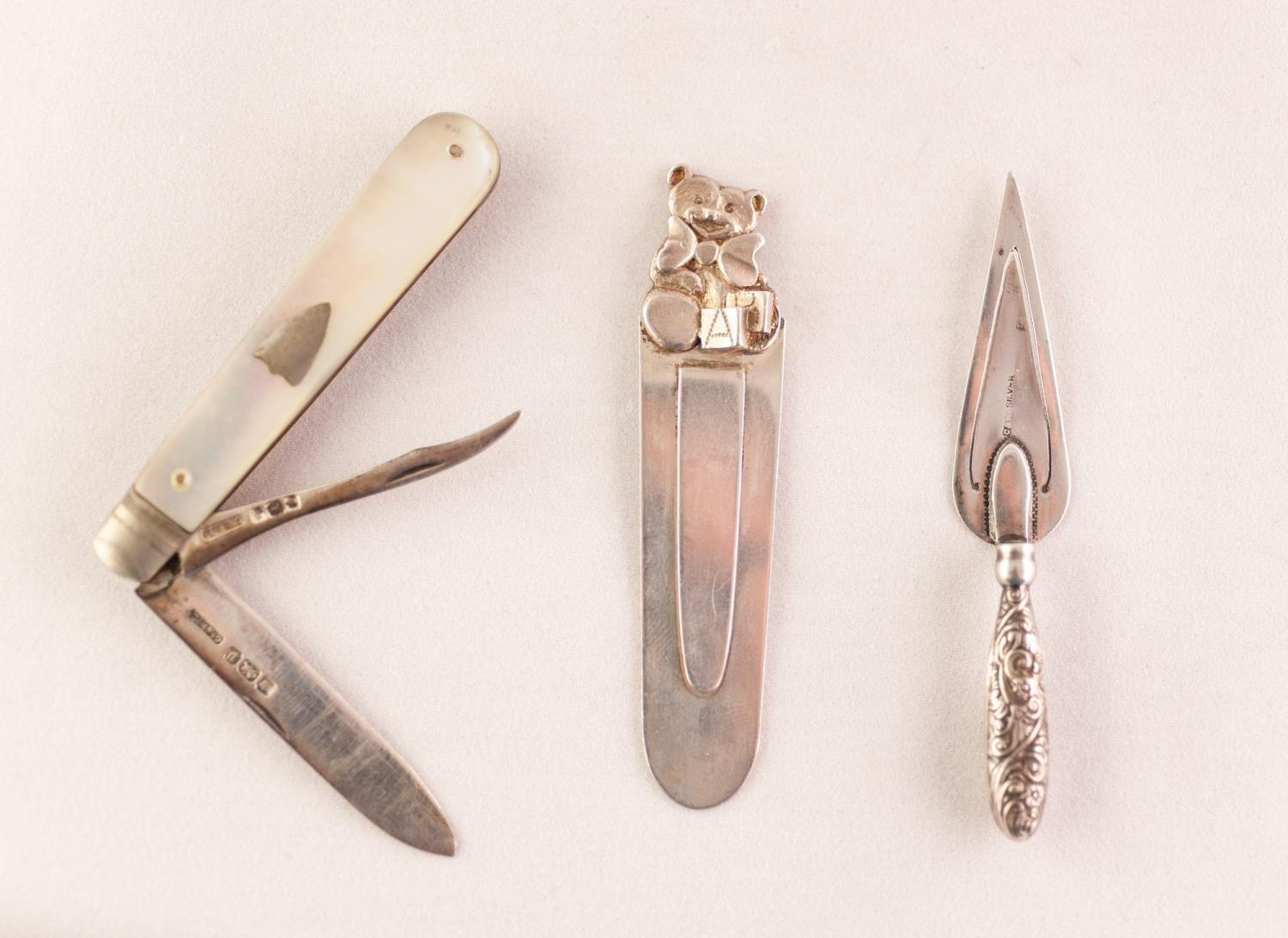Lot 594 - SILVER AND MOTHER OF PEARL CLASP FRUIT KNIFE with two blades, Sheffield 1907 a TROWEL PATTERN BOOK