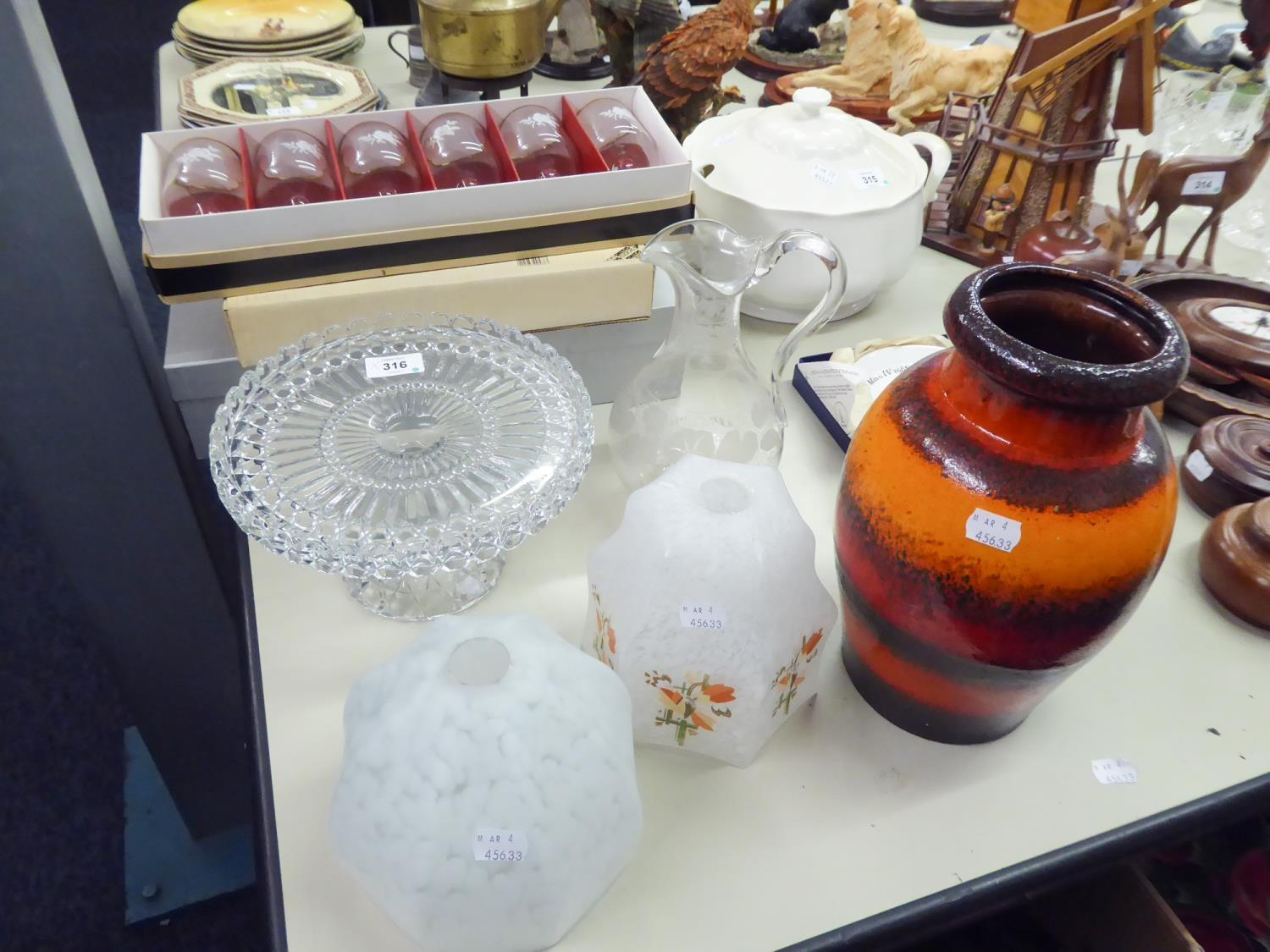 Lot 316 - MIXED LOT TO INCLUDE; WEST GERMAN VASE, GLASS WATER JUG, TWO GLASS LIGHT SHADES, GLASS CAKE STAND,