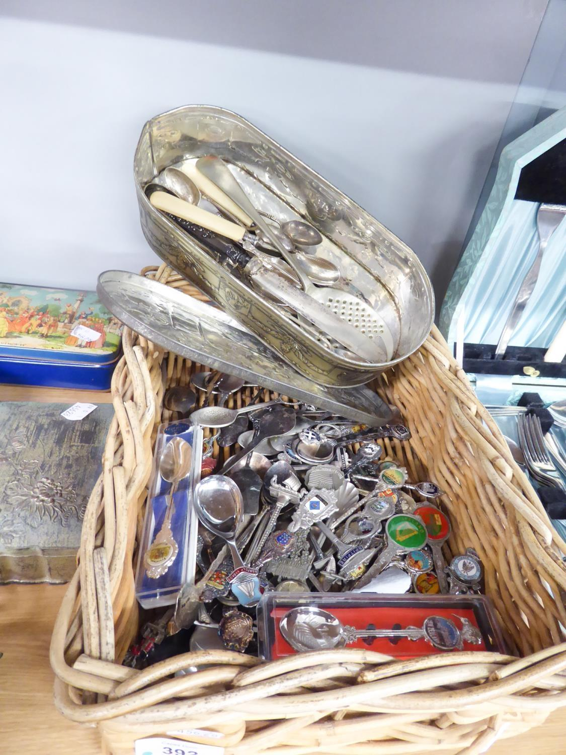 Lot 392 - LARGE COLLECTION OF SOUVENIR SPOONS TO INCLUDE AUSTRALIAN, IRISH EXAMPLES, etc