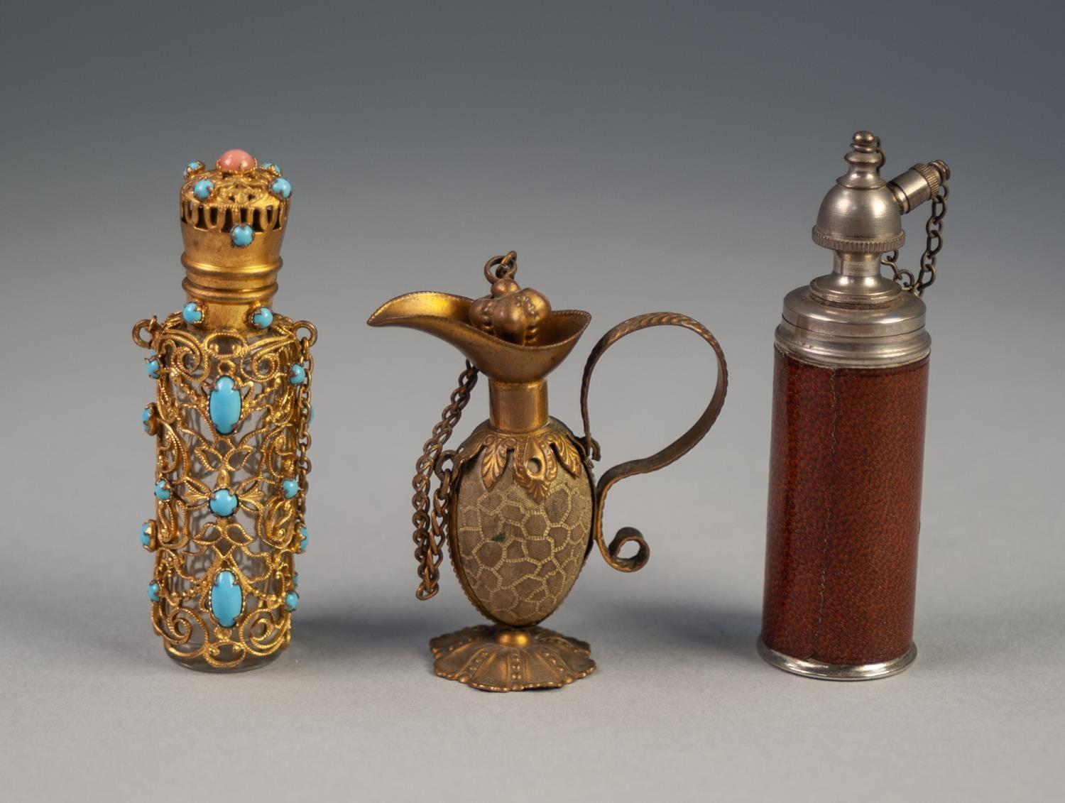 Lot 707 - EARLY 20th CENTURY MOULDED GLASS CYLINDRICAL SCENT BOTTLE, clad in gilt metal filigree with hinged