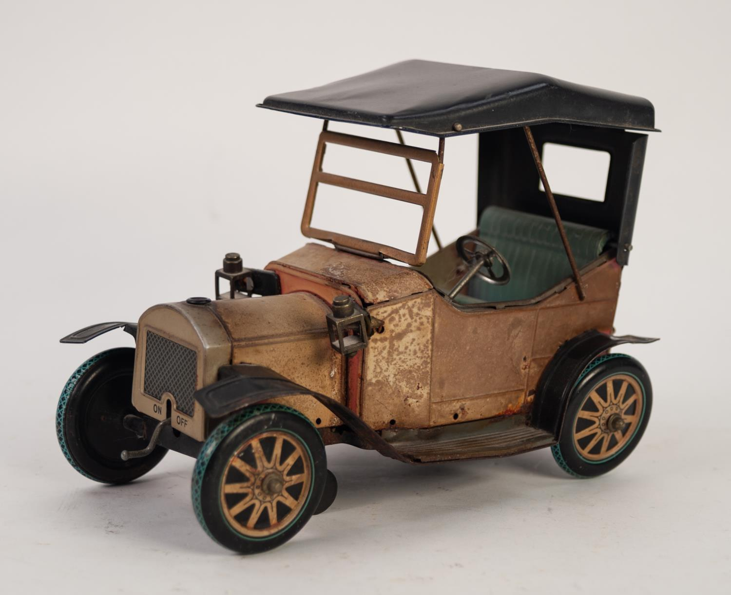 Lot 503 - MID 20th CENTURY BATTERY POWERED LITHOGRAPH TIN PLATE MODEL OF A TWO SEATER SOFT TOP VETERAN CAR