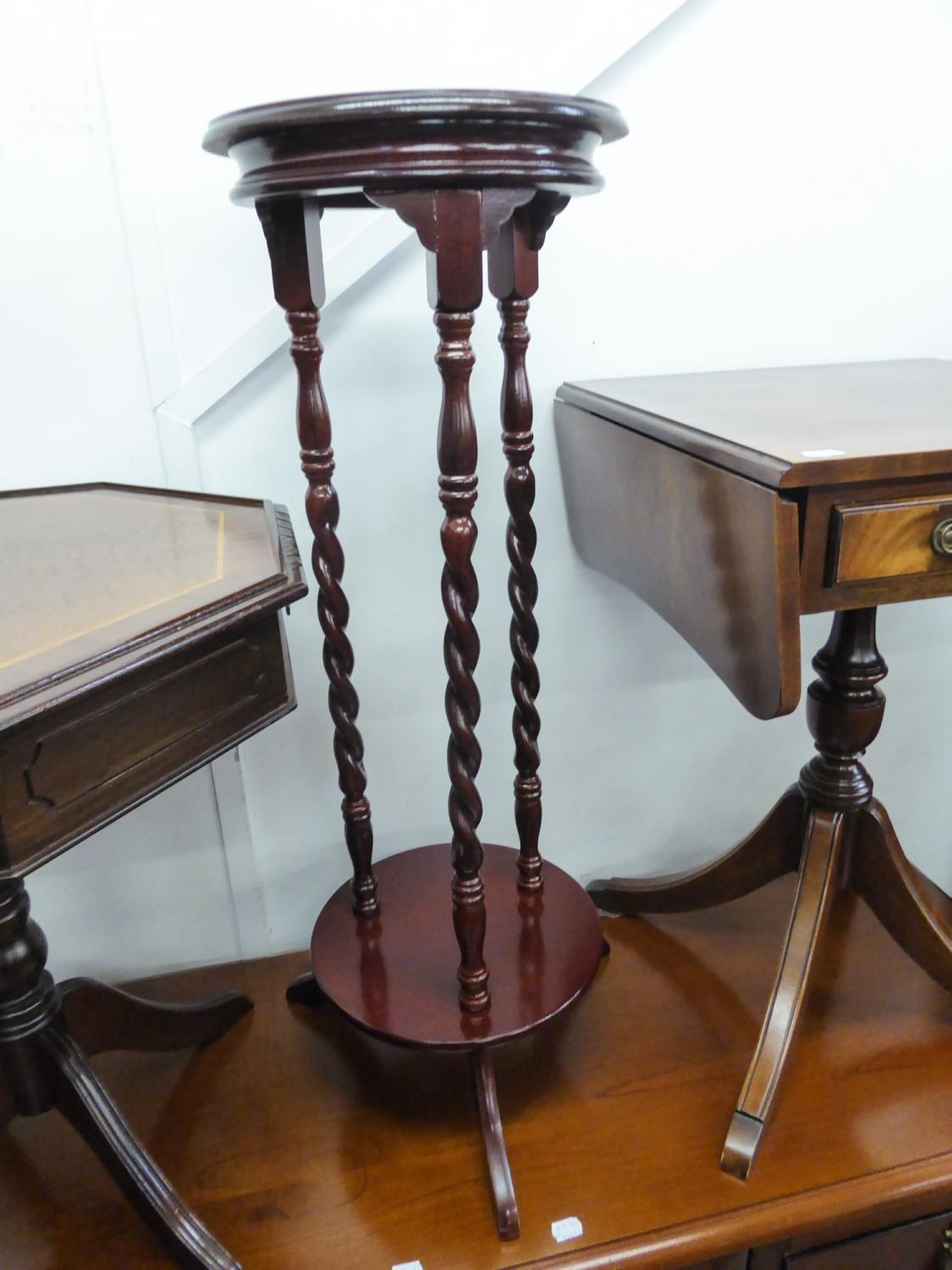 Lot 284 - A MAHOGANY TWO TIER CIRCULAR JARDINIERE STAND WITH THREE SPIRALLY TWISTED COLUMNS AND TRIPOD FEET