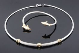 A Contemporary Continental two colour gold choker necklace and bracelet