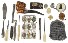 A collection of vertu including sewing accessories, thimbles
