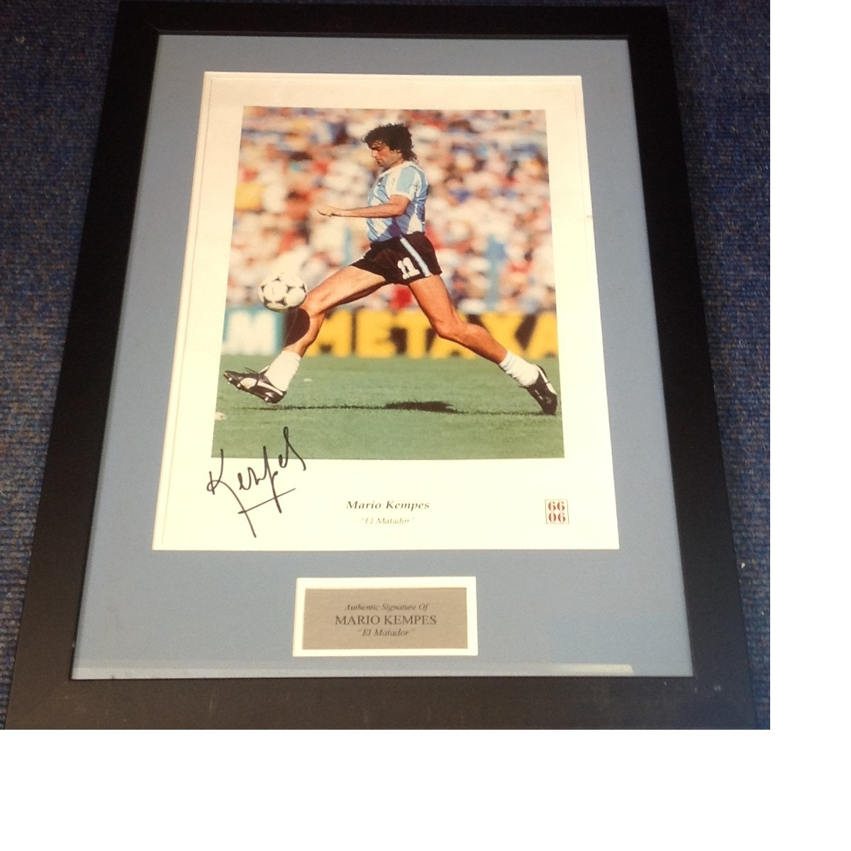 Lot 48 - Football Mario Kempes 27x18 approx mounted and framed signed colour photo. Mario Alberto Kempes