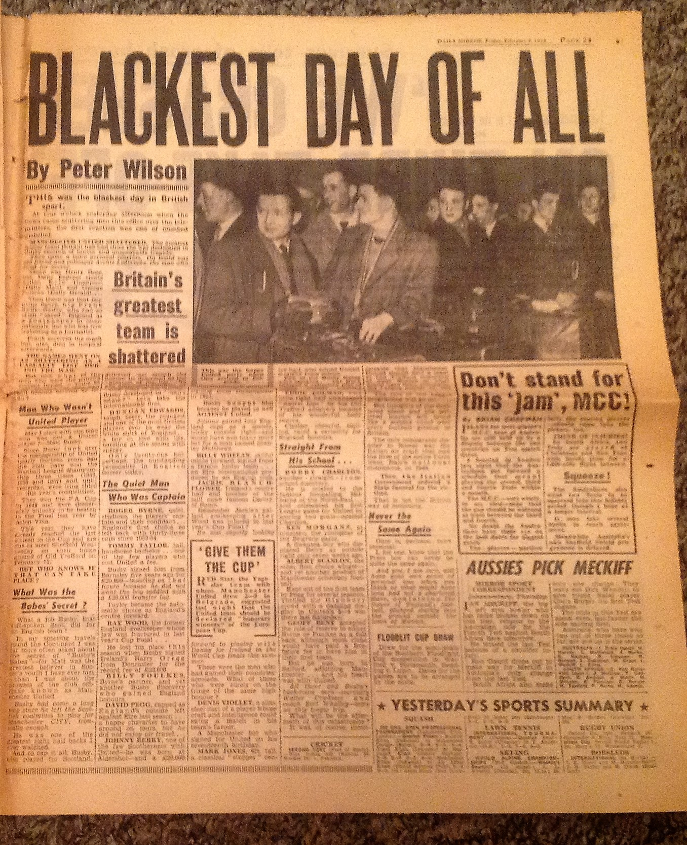 Lot 29 - Football Historic Daily Mirror from February 7th 1958 the issue that brought the tragic news of