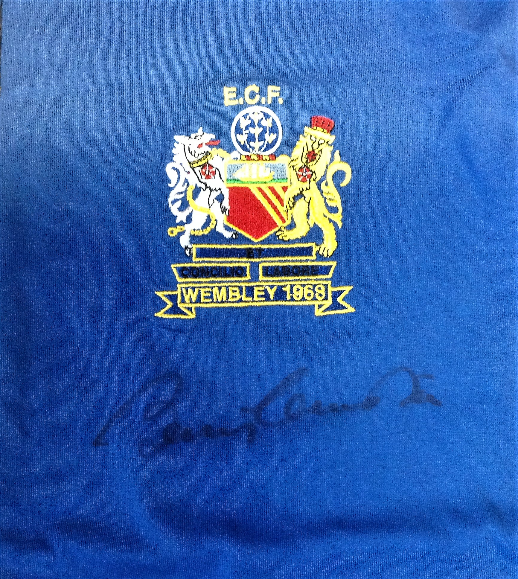 Lot 41 - Bobby Charlton signed Manchester United signed 1968 European cup final replica shirt. The 1968