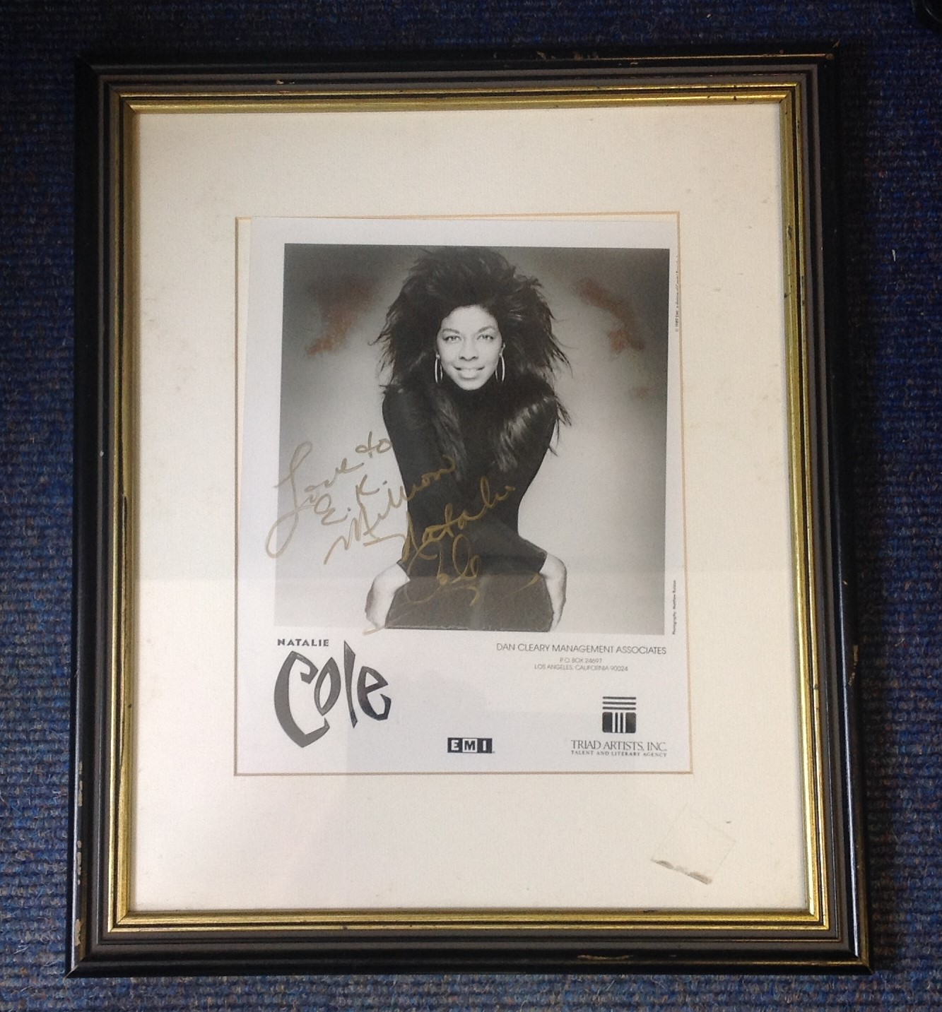 Lot 126 - Natalie Cole signed b/w photo. Mounted and framed to approx 16x12. dedicated. Good Condition. All