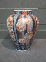 Lot 63 - A Japanese Arita Imari porcelain vase