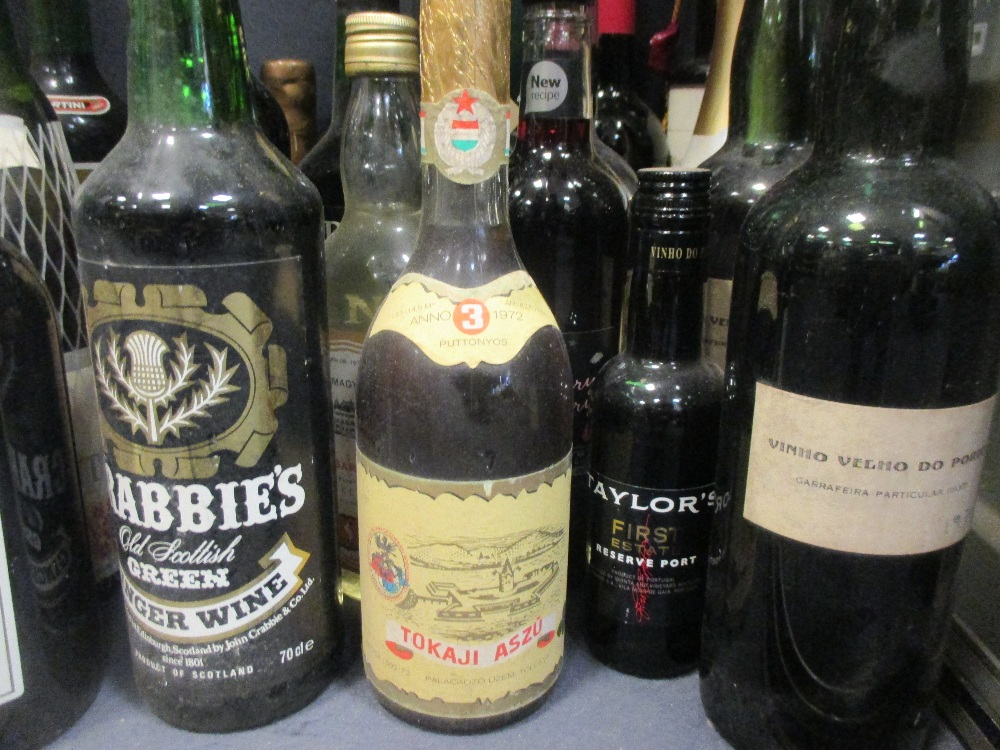 Lot 25 - A quantity of liquor and spirits, to include rum, wine, port, whiskey etc