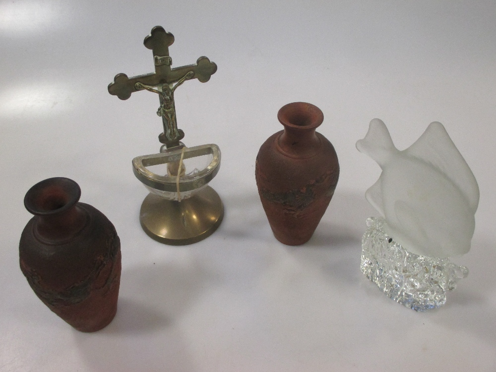 Lot 29 - A group of decorative figurines & vases