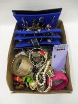 Lot 60 - A box of assorted costume jewellery.