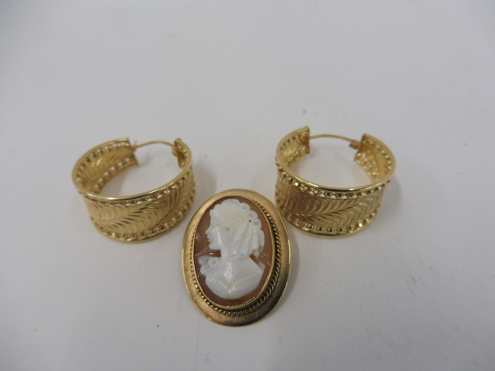 Lot 8 - A pair of 9ct gold hooped earrings and a 9ct gold mounted cameo brooch.