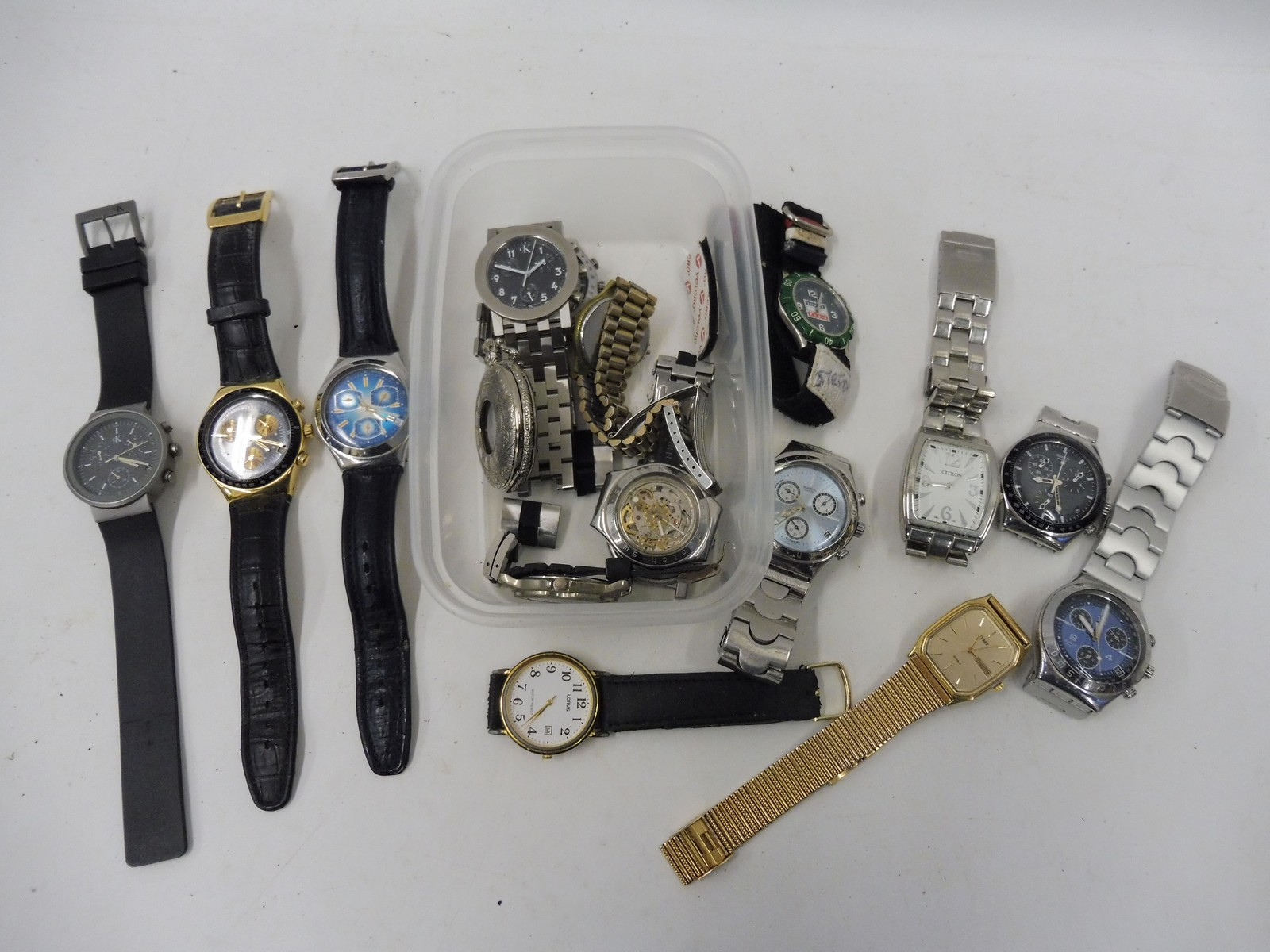 Lot 2 - A selected of assorted watches.