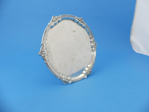 Lot 19 - A George VI silver salver, by Mappin & Webb, hallmarked Sheffield, 1940, of circular form with shell