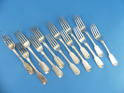 Lot 36 - A set of five George IV silver Desert Forks, by Jonathan Hayne, hallmarked London, 1827, fiddle