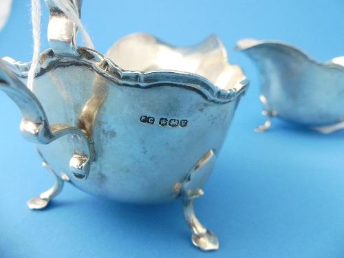 Lot 9 - A pair of George VI silver Sauce Boats, by Frank Cobb & Co. Ltd., hallmarked Sheffield, 1938, of