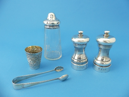 Lot 6 - A pair of silver Salt and Pepper Mills, by M C Hersey & Son, hallmarked London, 1987, with 'Peter
