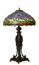 Lot 30 - A TIFFANY STYLE 'DRAGONFLY' TABLE LAMP.