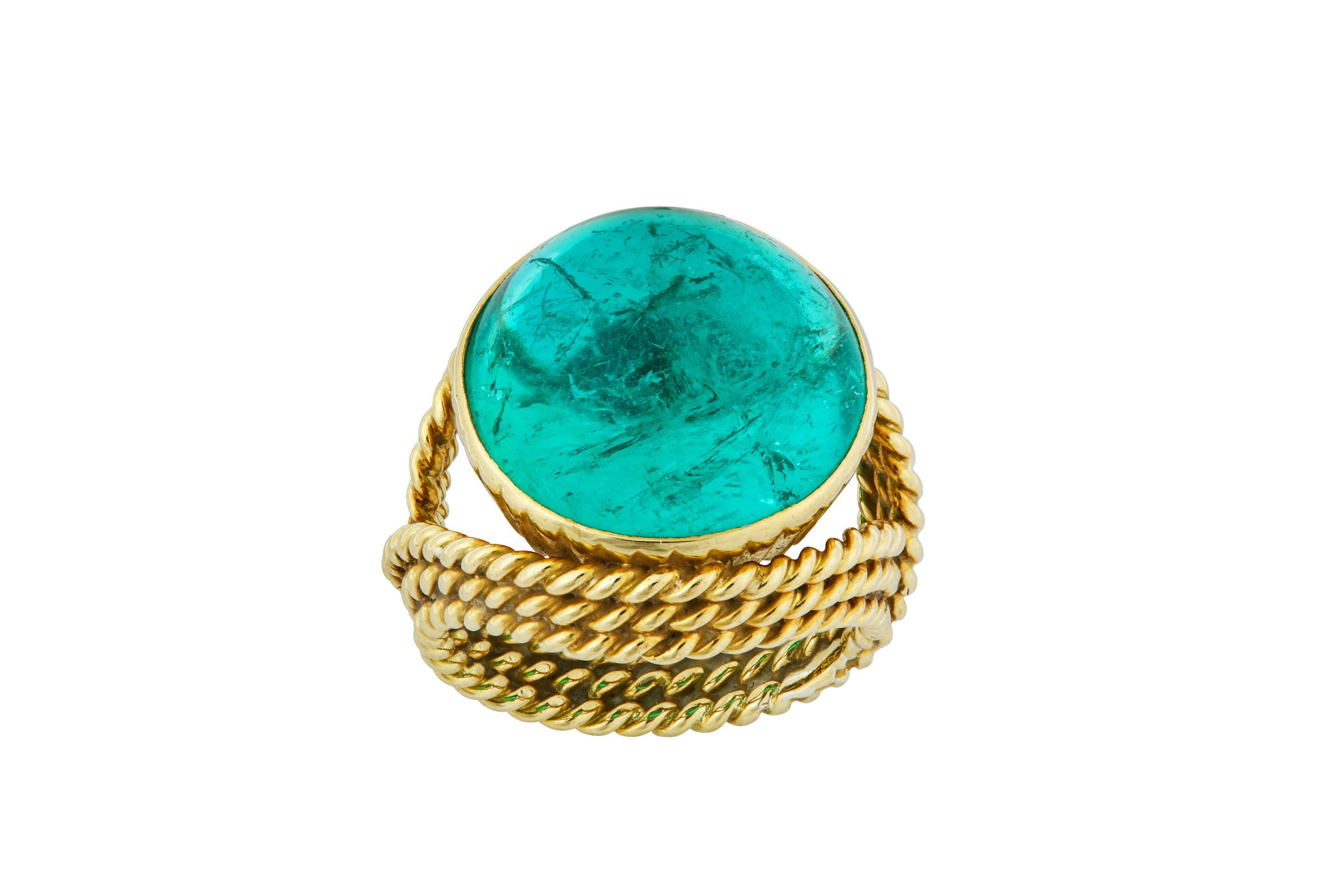 Lot 22 - An emerald dress ring