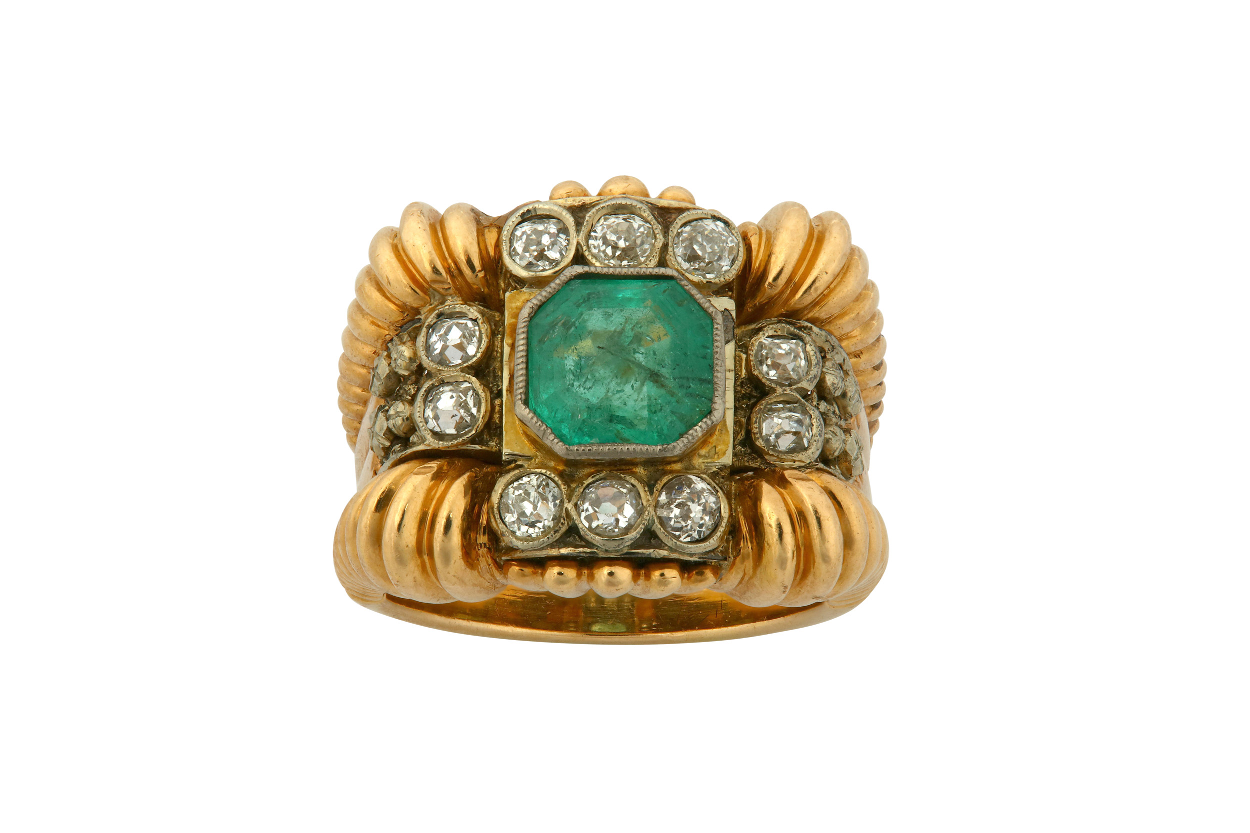 Lot 19 - An emerald and diamond dress ring