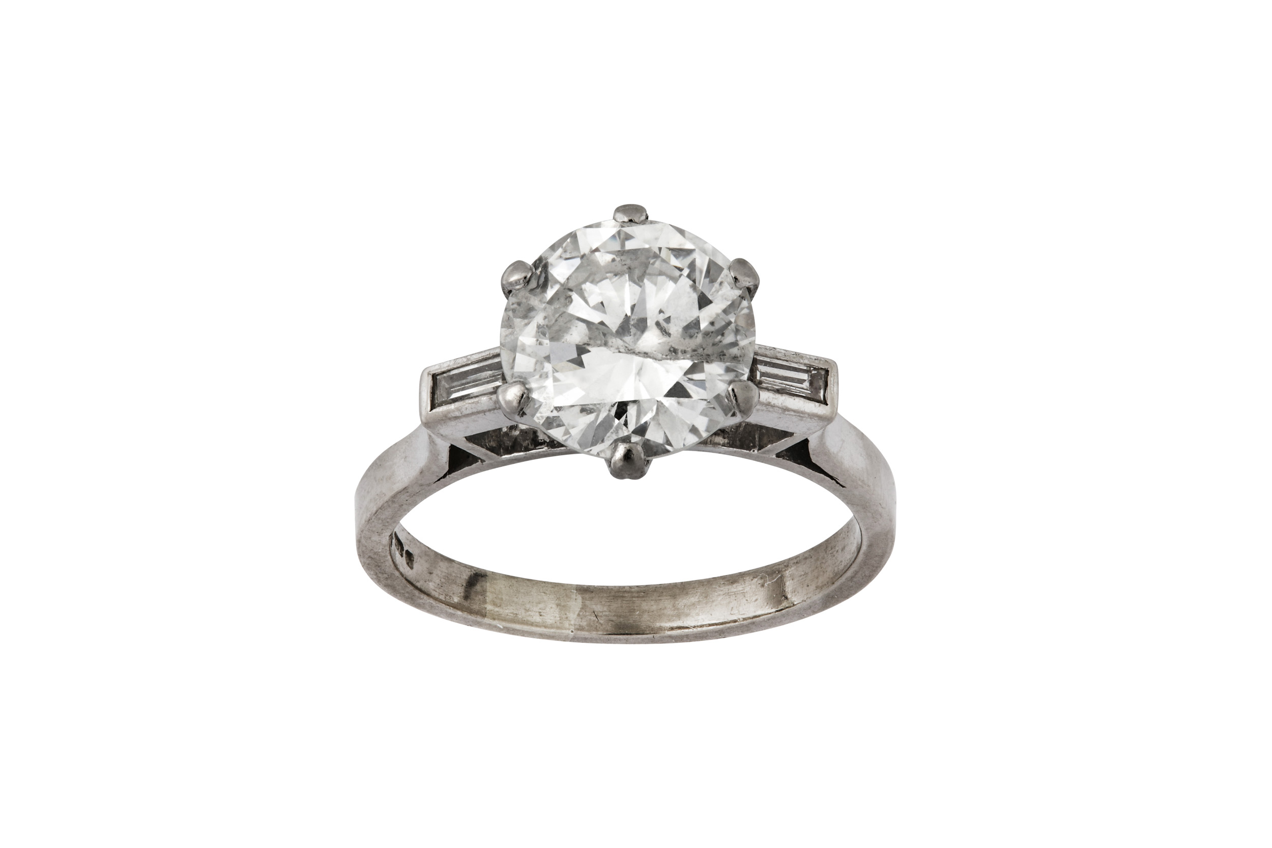 Lot 9 - A diamond single-stone ring