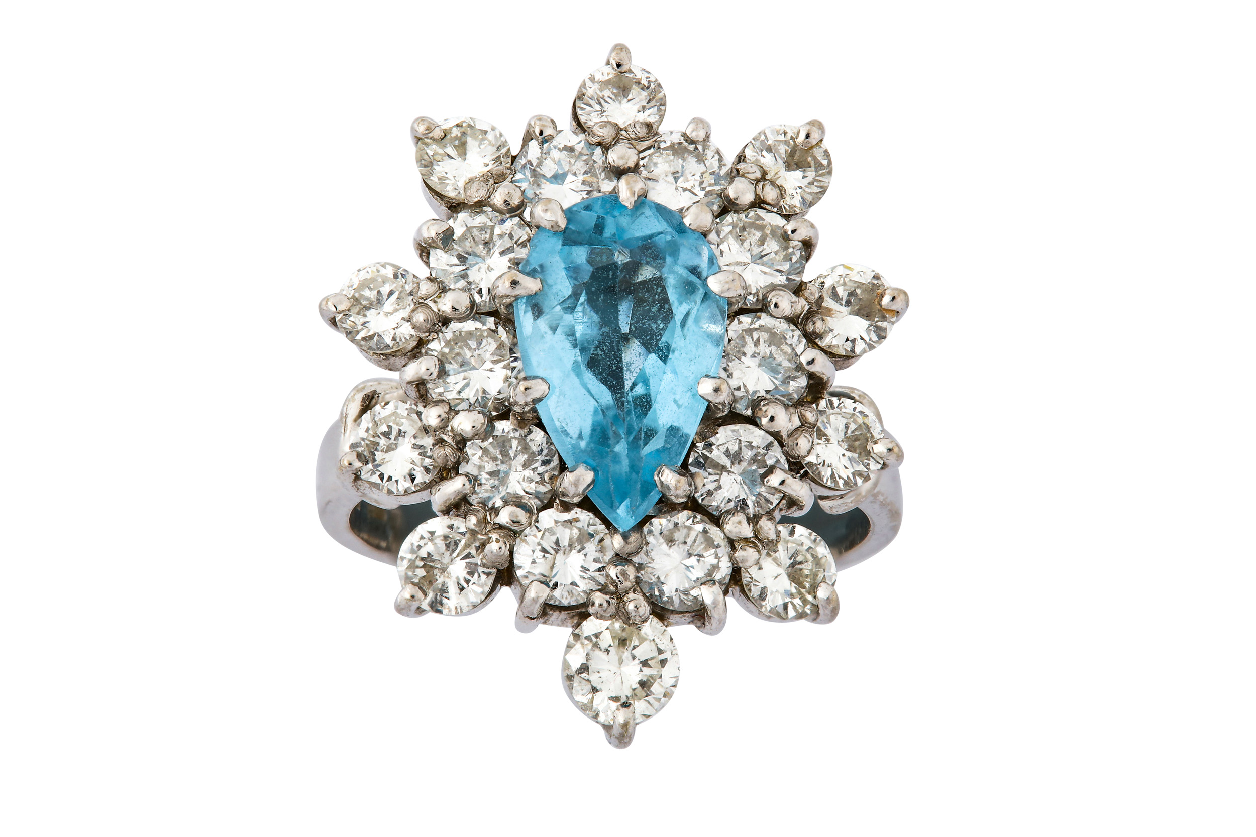 Lot 29 - A diamond and blue topaz cluster ring
