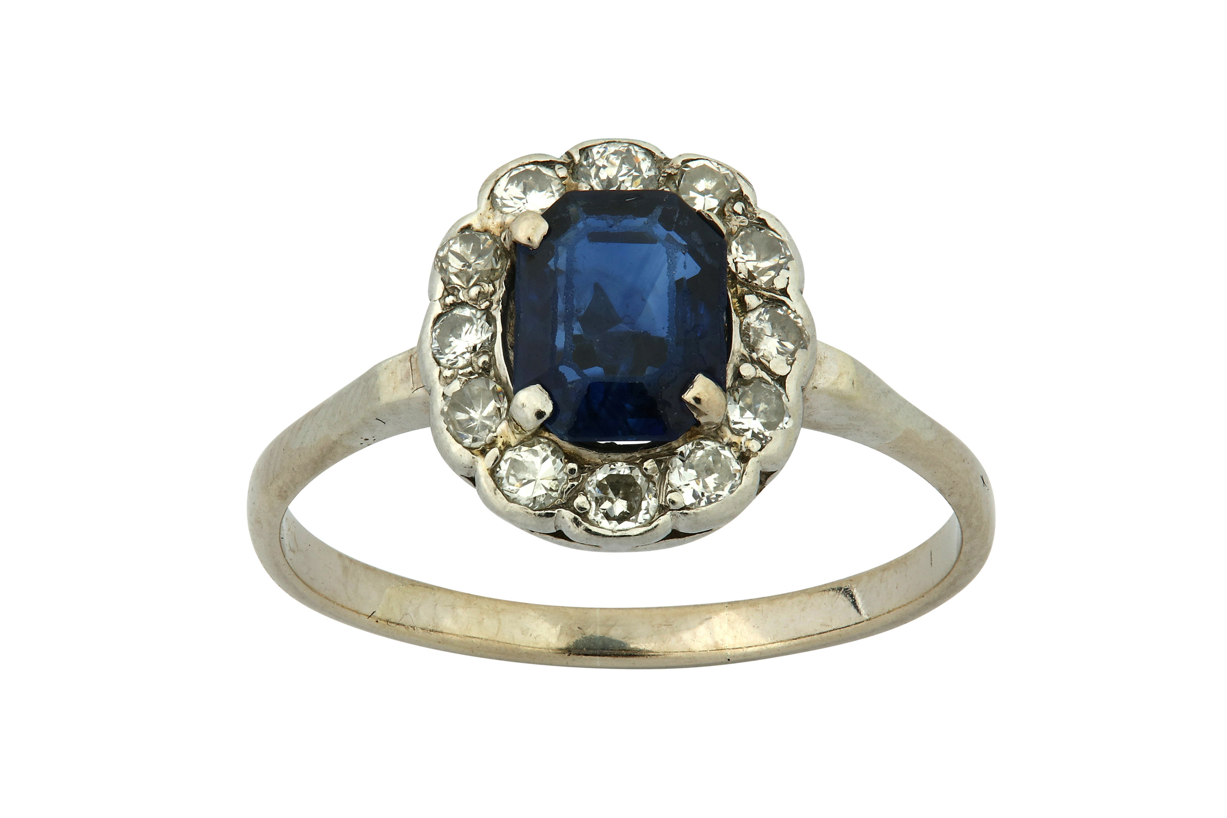 Lot 4 - A sapphire and diamond cluster ring