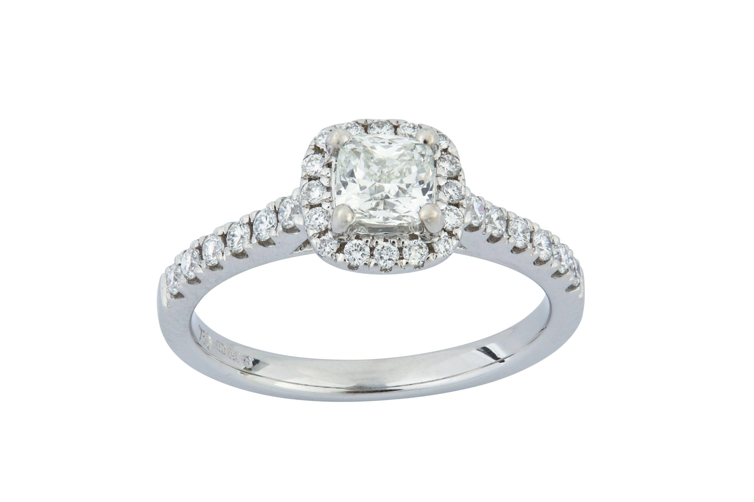 Lot 41 - A diamond cluster ring