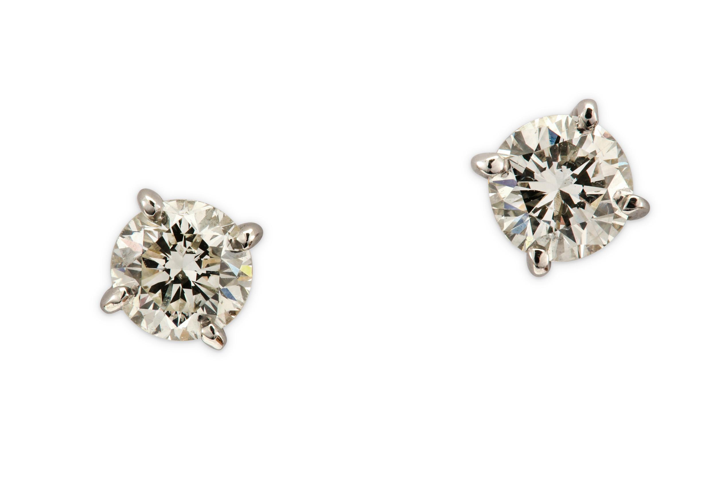 Lot 42 - A pair of diamond earstuds