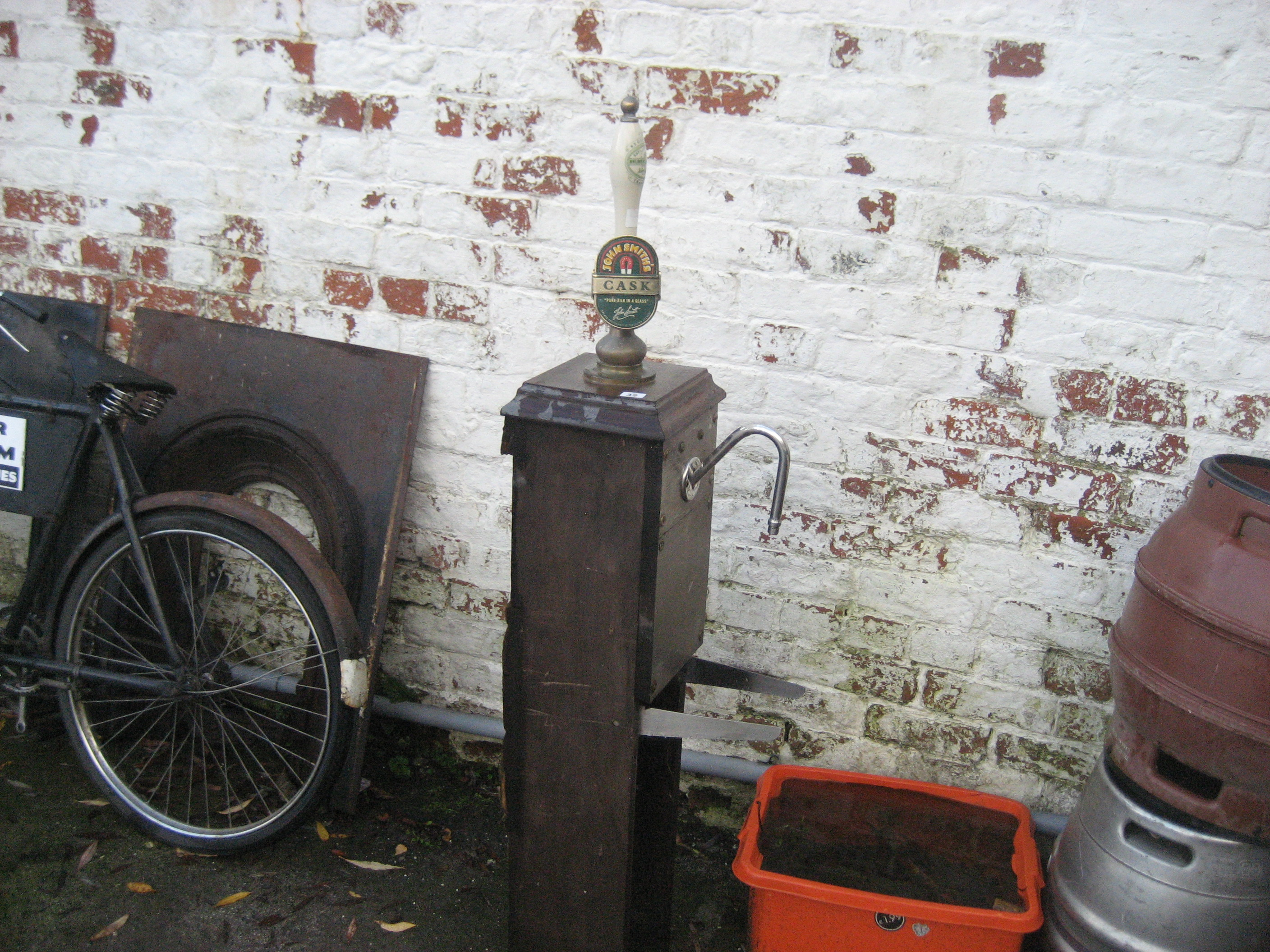 Lot 32 - HAND PULLED BEER PUMP