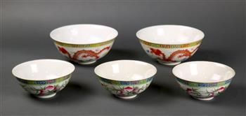 Lot 5014 - (lot of 5) Chinese porcelain bowls, consisting of three bowls depicting the Three Auspicious Fruits,