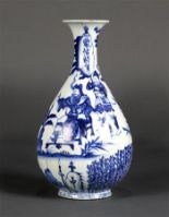 Lot 5021 - Chinese underglazed blue porcelain yuhuchunping vase, figures depicting a beauty forcefully