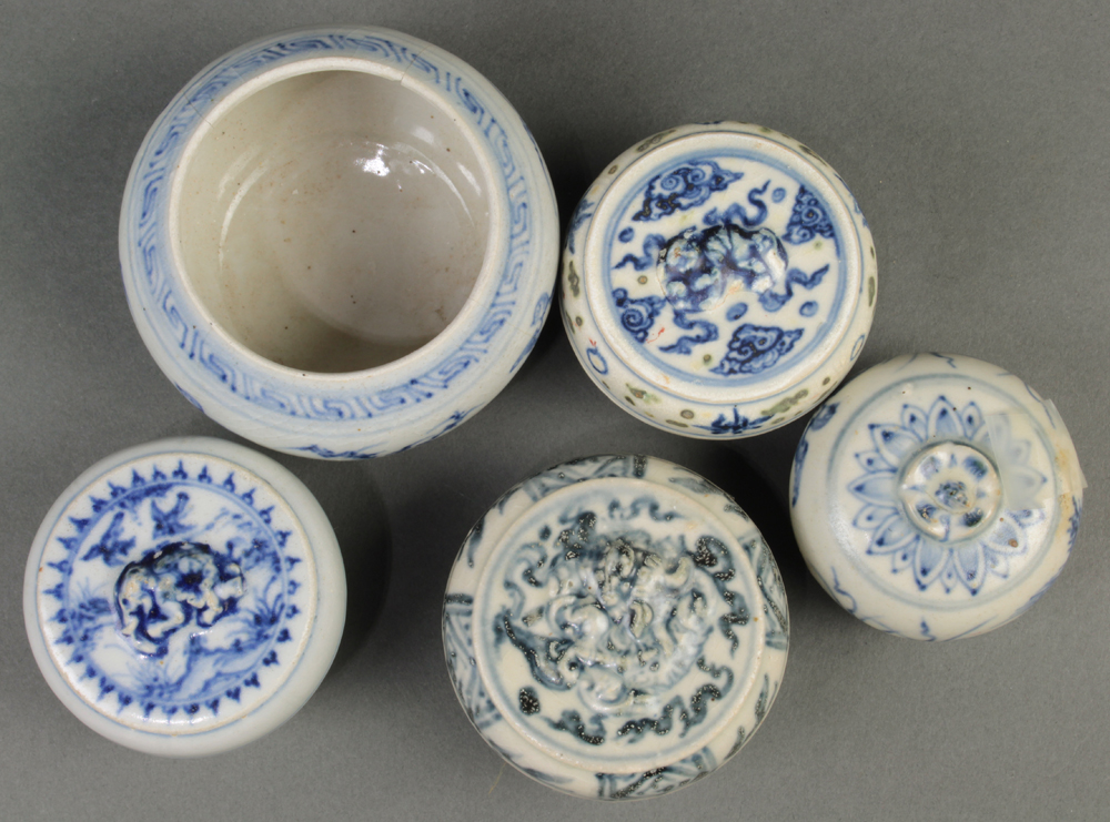 Lot 5090 - (lot of 9) Vietnamese blue-and-white small ceramic vessels: four cosmetic boxes; one jar; four