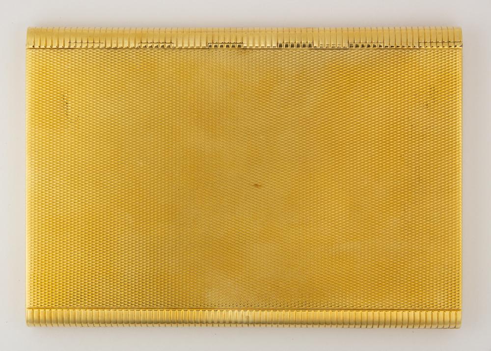 Lot 7869 - 18k yellow gold cigarette case