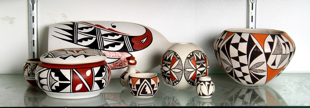 Lot 4685 - (lot of 8) New Mexican pueblo pottery group