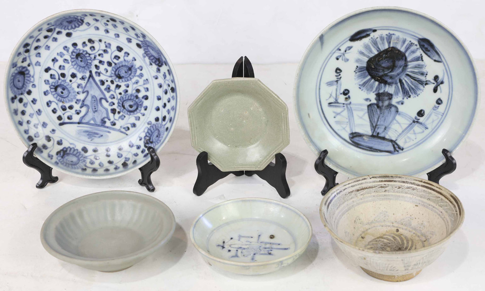 Lot 4010 - (lot of 6) Southeast Asian Dishes and Ware