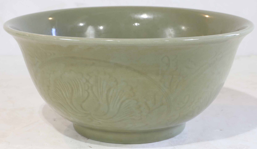 Lot 4011 - A large Chinese Celadon Bowl