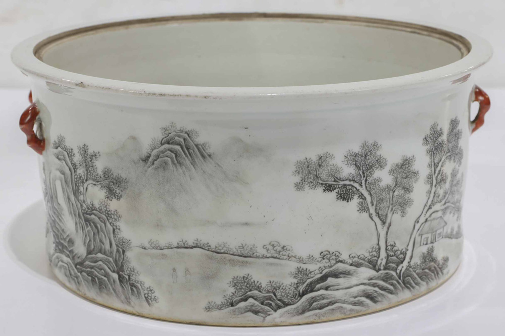 Lot 8054 - A qianjiangcai enameled Chinese basin