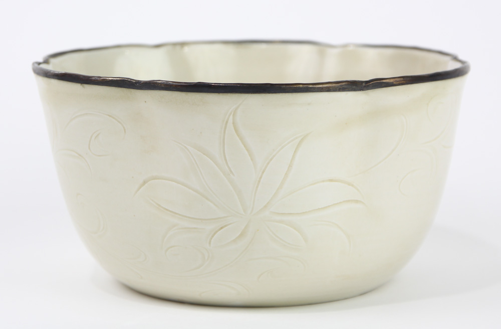 Lot 8058 - Chinese Dingyao Six-Lobed Deep Bowl