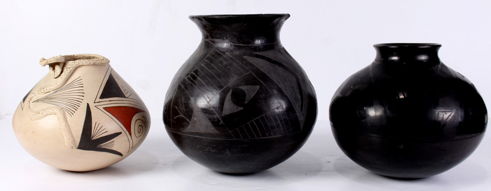 Lot 4696 - (lot of 3) Old Casa Grandes jars