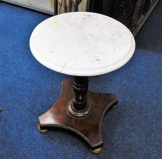 Lot 41 - A low level marble topped pedestal table