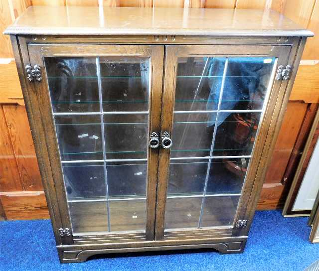 Lot 69 - An oak glazed bookcase 43.5in high x 36.5in wide