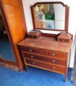 Lot 22 - An Edwardian mahogany dressing table