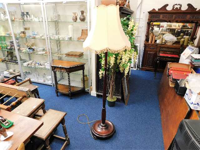 Lot 90 - A mahogany standard lamp