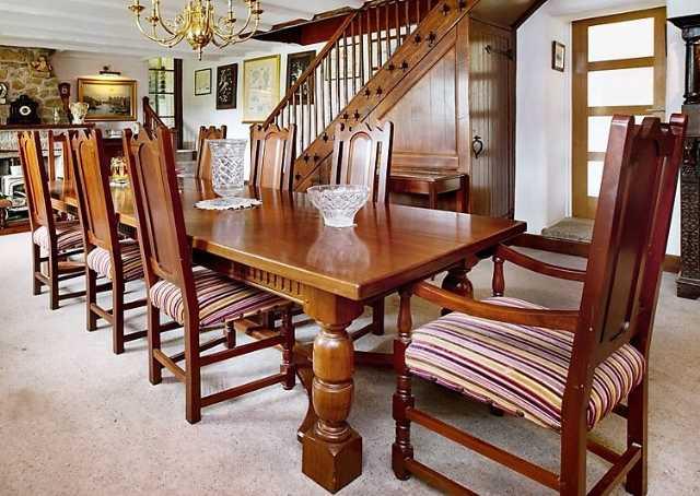 Lot 24 - An impressive Peter Blomfield Cuban mahogany dinin