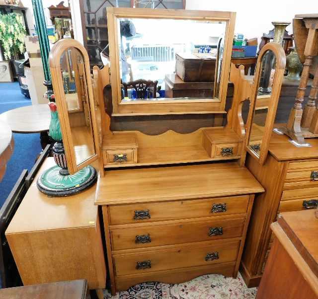 Lot 67 - An Edwardian satinwood dressing table